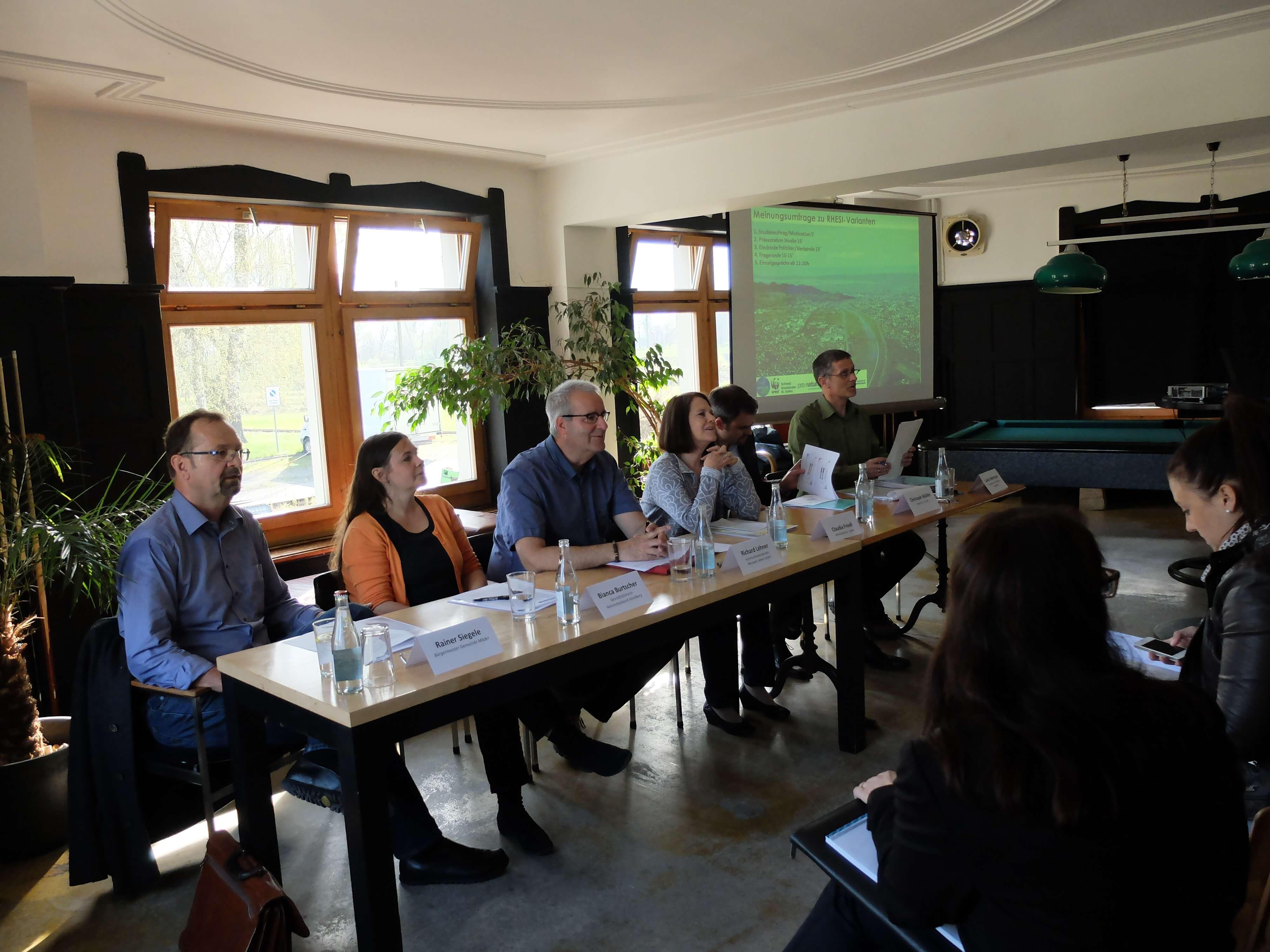 Anwohnerinnen und Anwohner der Rhesi-Strecke wollen maximale Aufweitungen