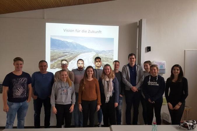 Junge Menschen zum Thema Rheinaufweitung